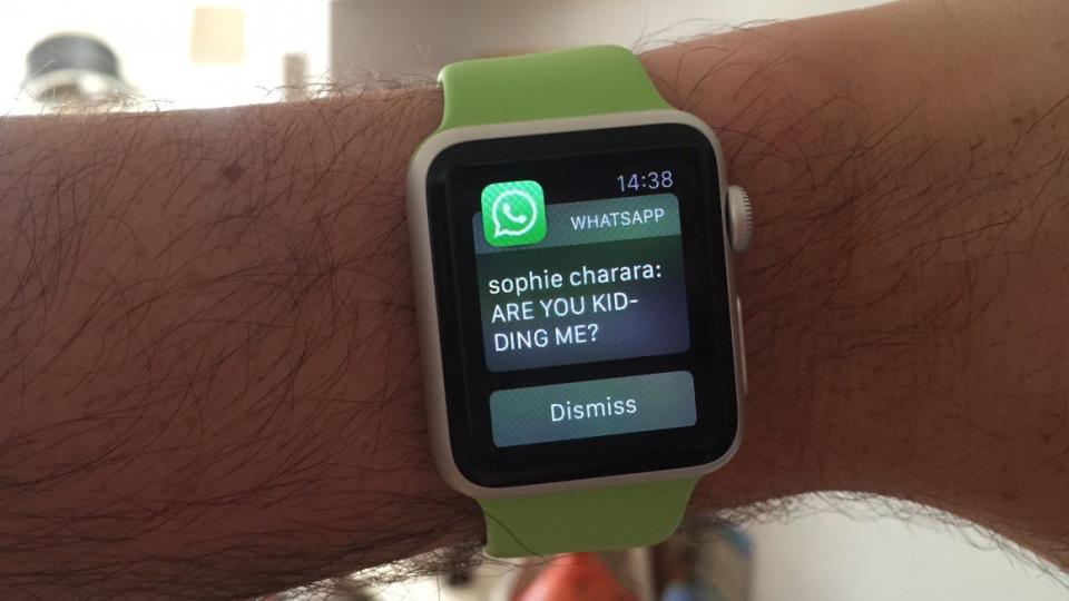 Уведомление WhatsApp на экране Apple Watch