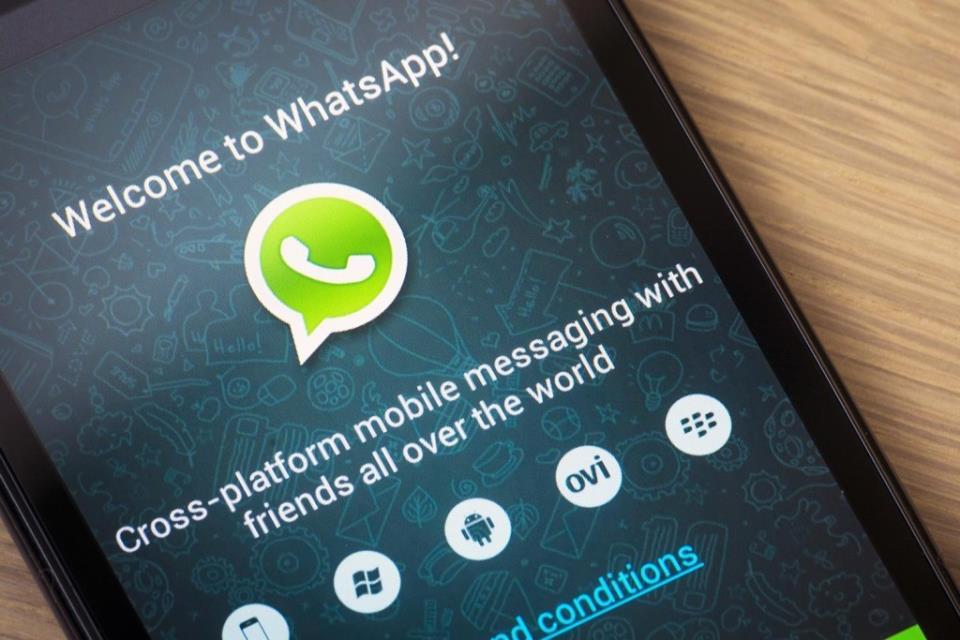 whatsapp-phone-feature-1500x1000