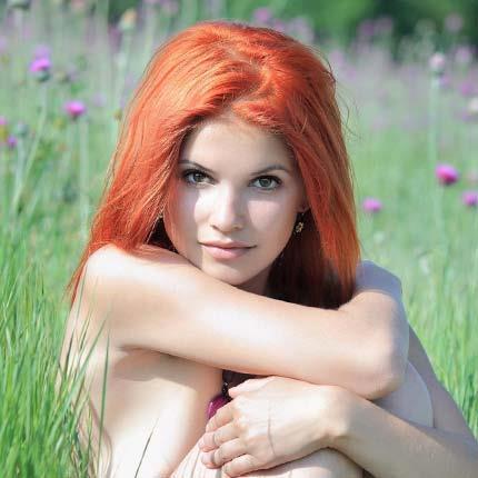 Красавица с огненно-рыжими волосами
