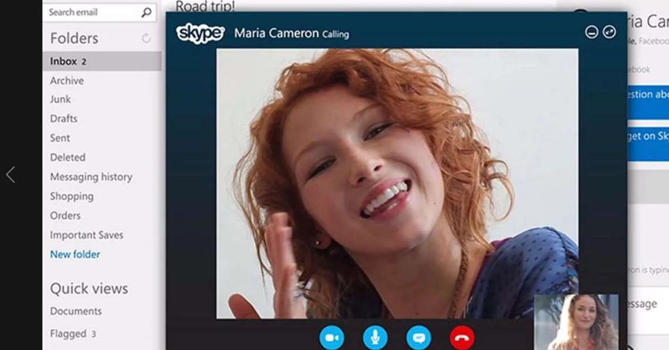 Девушка на экране Skype