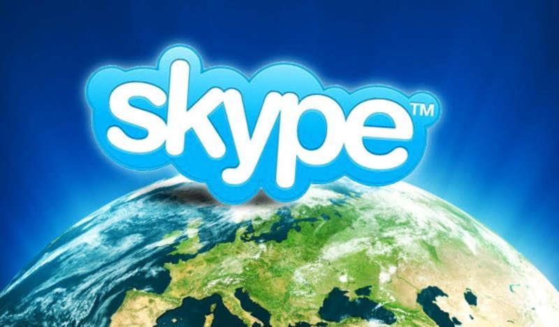 Логотип Скайп над Землёй