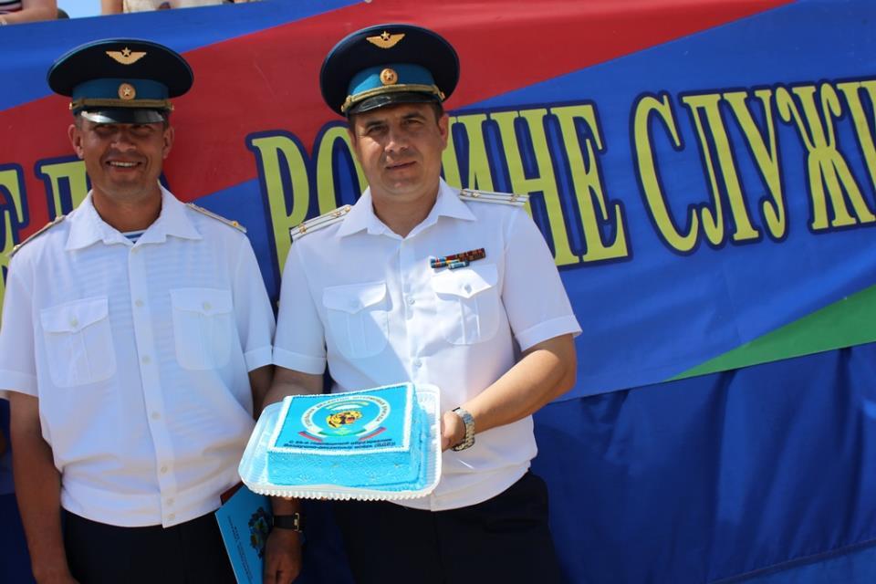 Праздничный торт офицерам от матери солдата