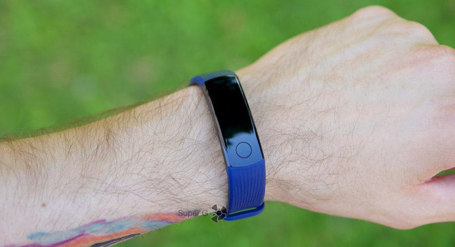 Honor Band 3 на руке