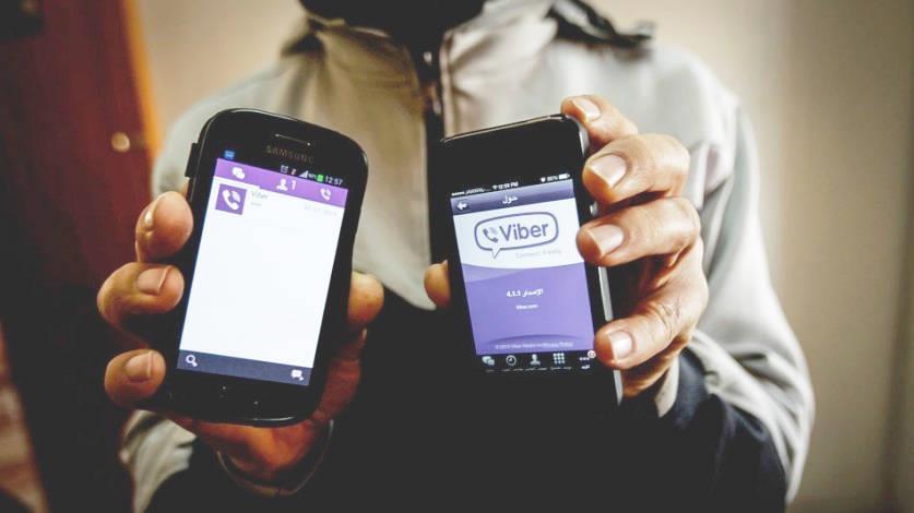 Два смартфона в руках