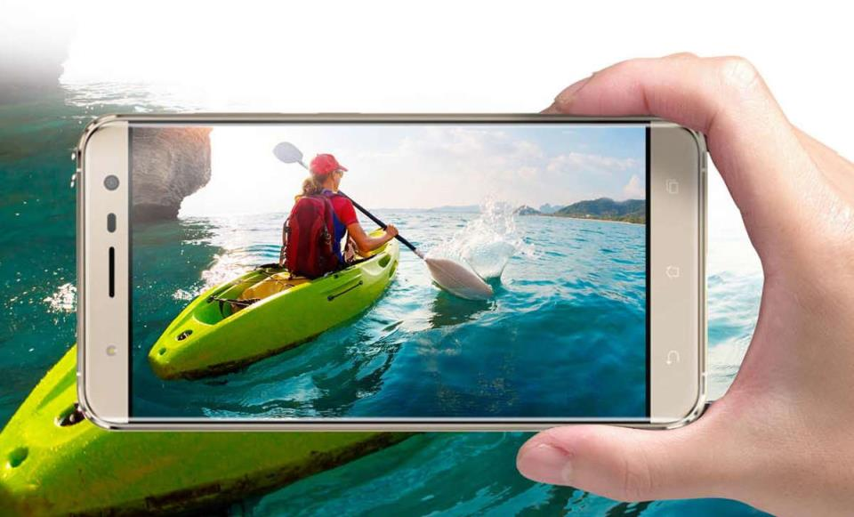 Фотография на экране смартфона