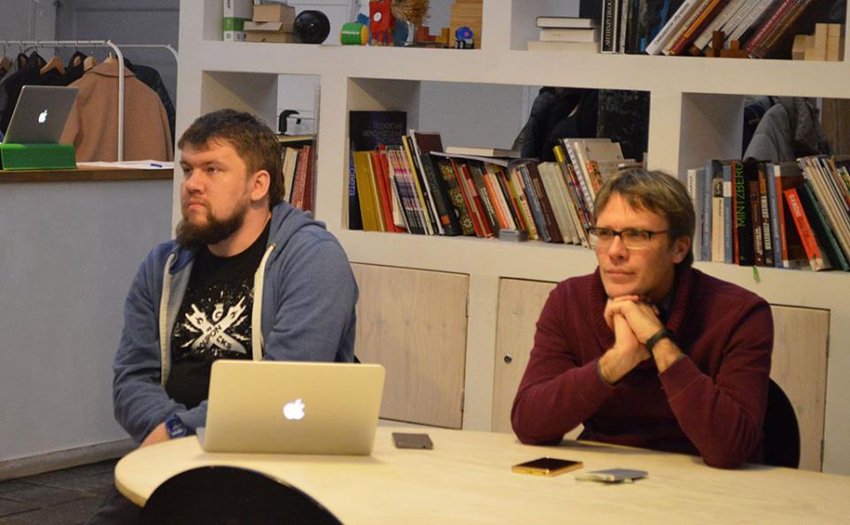 Виктор Карягин и Олег Богатов, продюсер киношколы «Лига кино». Фото: Мария Борисёнок.